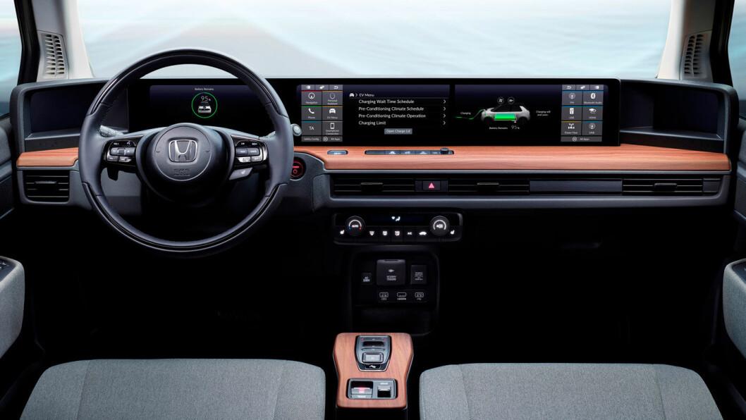 BREDDEFORMAT: Honda lille elbil har større skjerm enn de fleste.