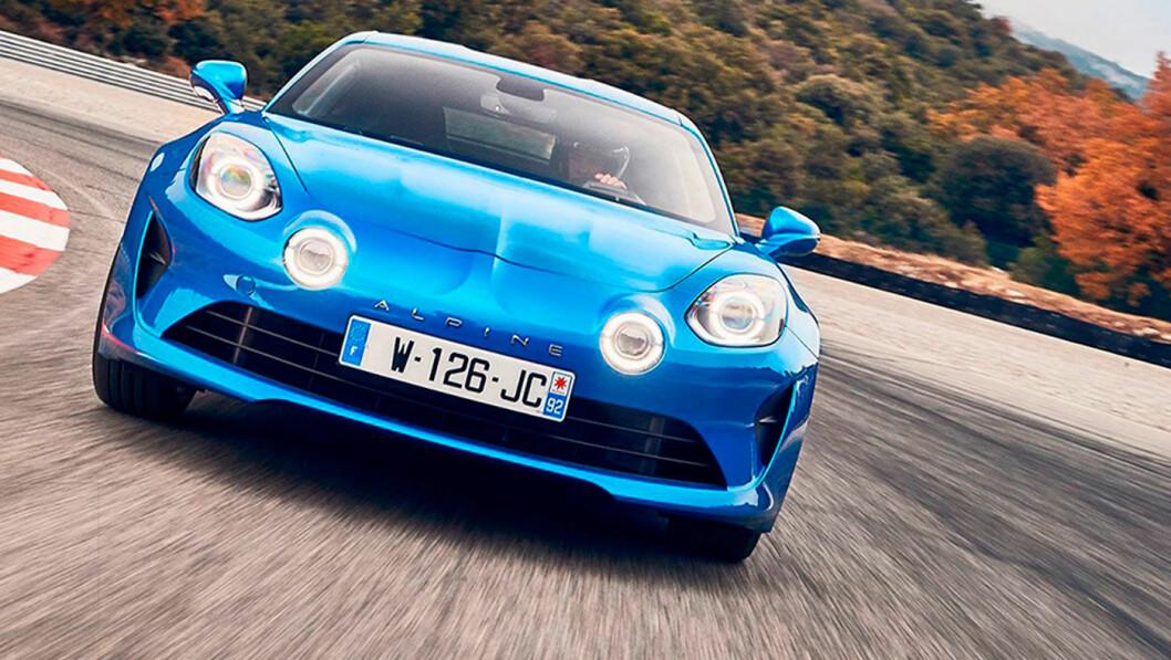HELT I TOPPEN: Alpine A110 utfordret den langt større og tyngre Jaguar I-Pace.