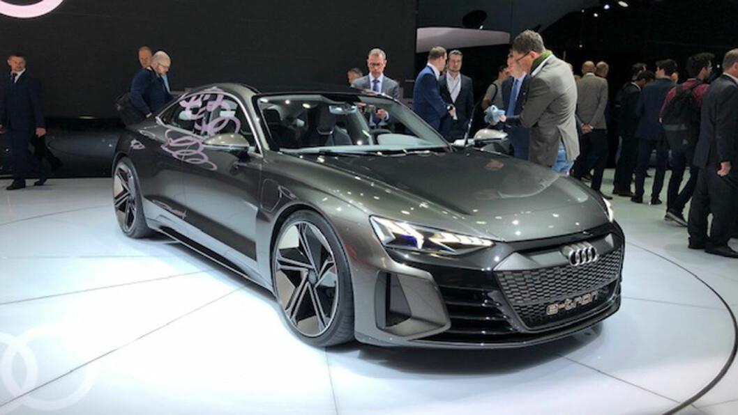 RÅTASS: e-tron GT er en sporty sedan som gjør unna klassikeren 0-100 på forrykende 3,5 sekunder.