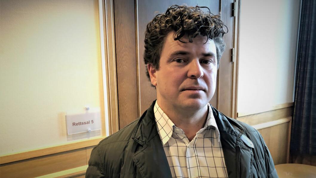 SVINDLET: Anders Tveten var den første som vitnet mot bruktbilselgeren. Til sammen skal rundt 50 vitner forklare seg i Fredrikstad tingrett. Foto: Geir Røed