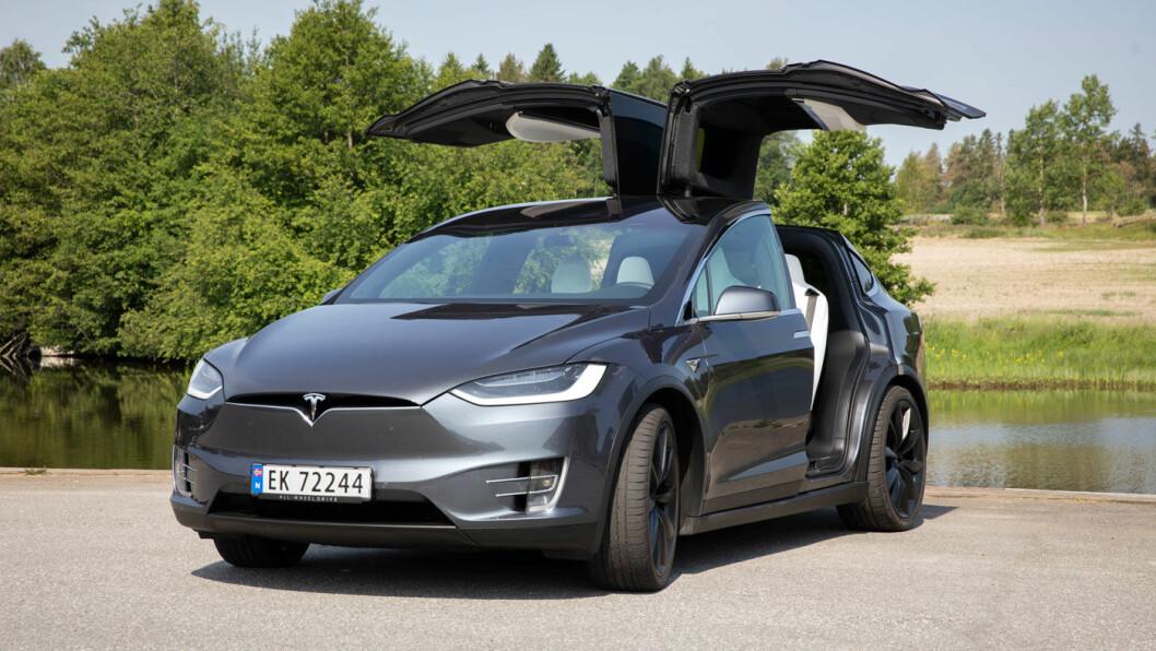 TREKKES I POENG?: Tesla Model X ble testet av Euro NCAP i 2019 med svært gode resultater – ikke minst har modellen de suverent beste førerassistanseprogrammene. Men i framtidige tester kan det bli poengtrekk på grunn av skaden de påfører mindre kjøretøy. Foto: Tom Hansen