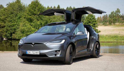 Tilbakekaller 1000 Tesla Model X i Norge