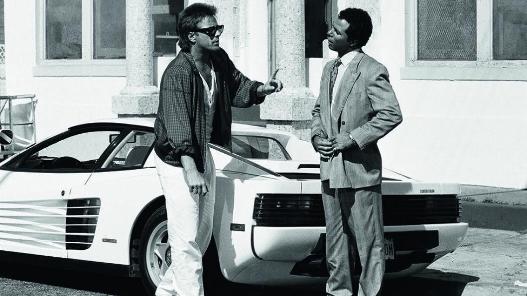 FERRARI: Miami Vice huskes for rekvisittene og bilene, en Ferrari Daytona og en Testarossa.