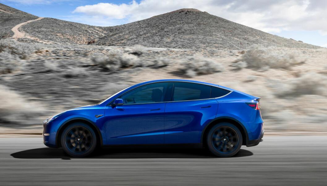 """<span class="""" font-weight-bold"""" data-lab-font_weight_desktop=""""font-weight-bold"""">ETTERLENGTET: </span>I løpet av året kommer Model Y, som garantert vil prege trafikken utenfor Teslas ladestasjoner."""