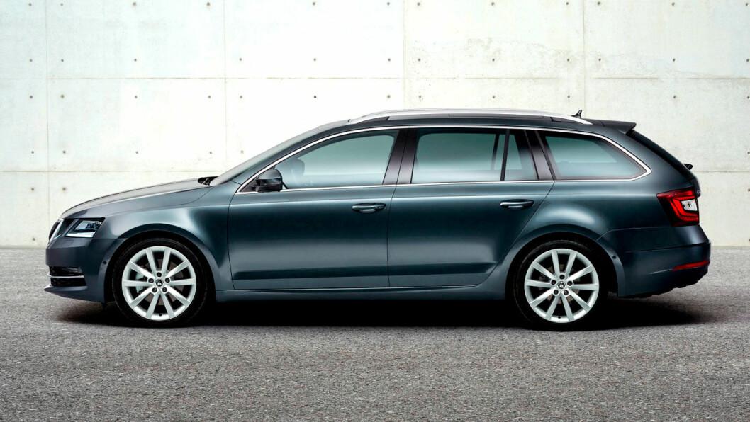 NYTT ANSIKT: I 2017 fikk Octavia en facelift som gjorde fronten mer særpreget. Resten av bilen er utseendemessig ganske anonym.
