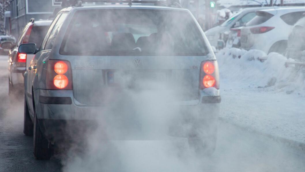 LAVERE UTSLIPP: Norsk institutt for luftforskning rapporterer om betydelig nedgang i utslippene av eksos og svevestøv. Foto: Geir Olsen