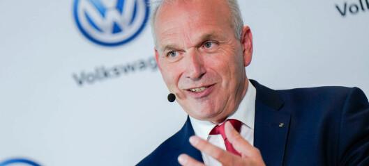 VW sparker toppsjefer over en lav sko
