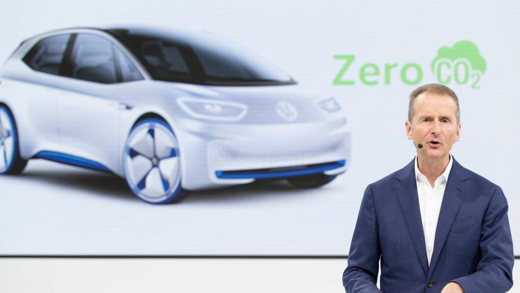 SKAL NED: Volkswagen-sjef Herbert Diess jobber for at bilkonsernet skal slippe ut mindre CO2 i årene fremover. Foto: Volkswagen AG