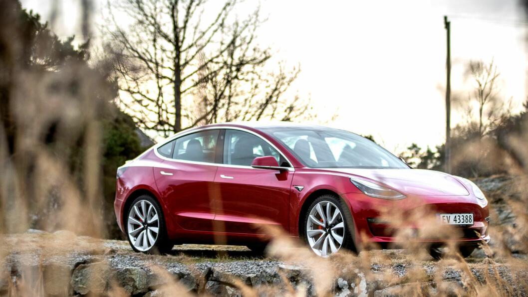 BESTSELGER: Årets suverent mest solgte bilmodell er elektrisk – Tesla Model 3. Foto: Tomm W. Christiansen