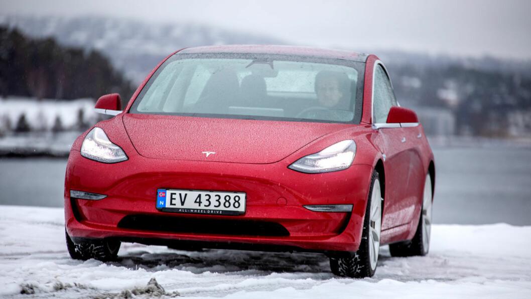 STERK KRITIKK: Tesla Model 3 har en svært høy pris i Sverige, og vurderes deretter. Magasinet «Vi Bilägare» er ikke imponert. Foto: Tomm W. Christiansen
