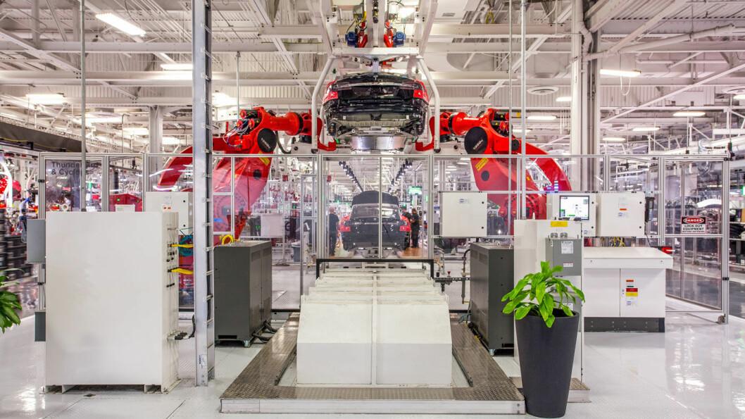 NEDGANG: Tesla hadde et betydelig fall i leveringene fra fabrikkene sine i siste kvartal, her fra anlegget i Fremont, California.