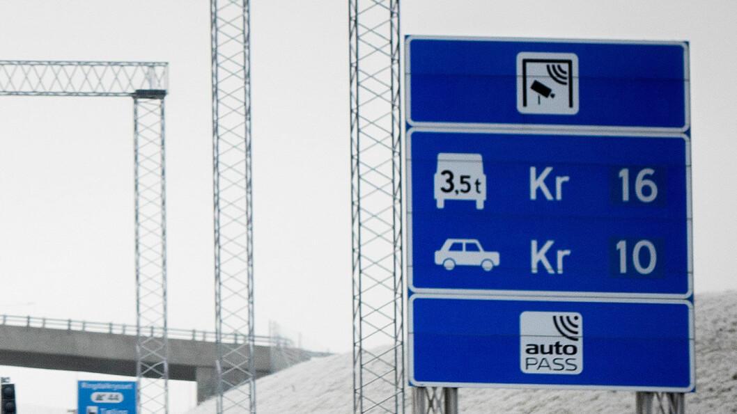 GIR ETTER: Kraftig bompengeprotester fører til at byrådet i Bergen nå vil fjerne to bomstasjoner.