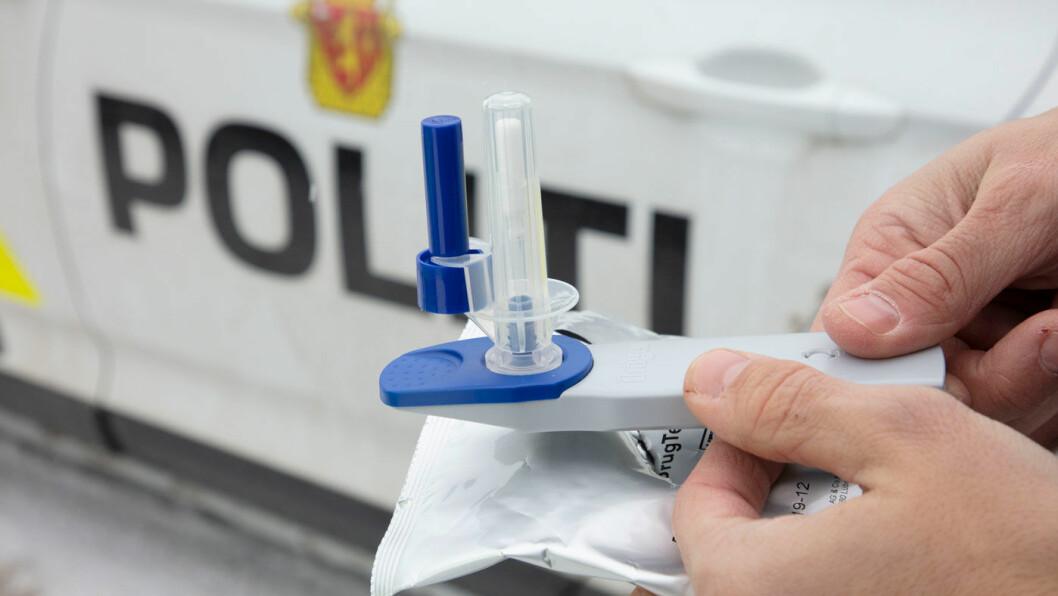 AVSLØRER: Denne spytt-testeren avslører om du er påvirket av narkotika eller piller. Foto: Geir Olsen