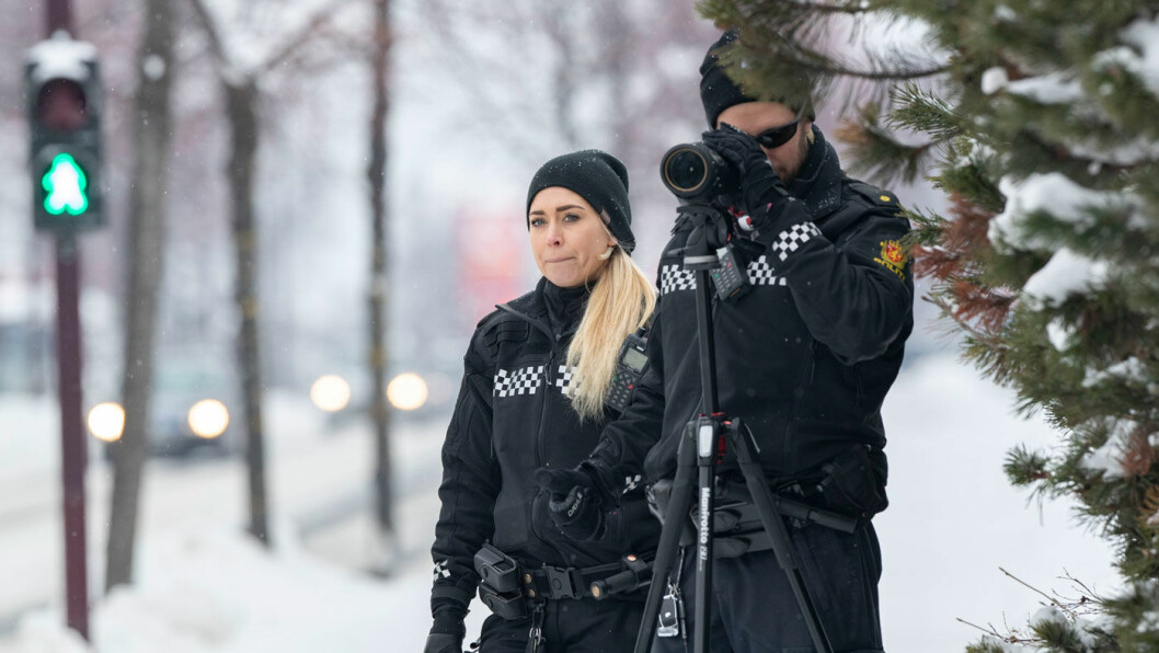 SPESIALISTER: UP-betjent Veronica Saxrud og hennes kollega Eirik Petterøe (t.h.) har blitt eksperter i å avsløre rus i trafikken. Foto: Geir Olsen