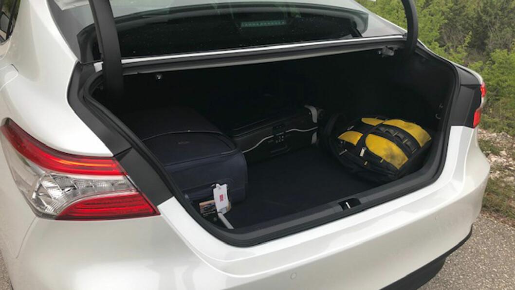 PLASS NOK: Klarer du deg uten høyden opp til taket, så er 524 liter bagasjevolum bedre enn svært mange SUV'er og på nivå med for eksempel Volvo V60.