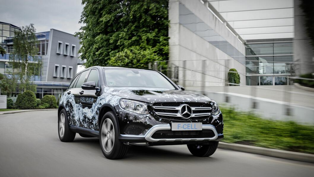 VERDENS FØSTE: Mercedes GLC F-Cell blir verdens første ladbare hydrogenbil når den kommer i salg neste år. Foto: Mercedes