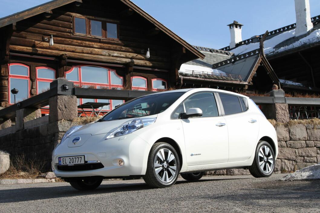 """LEAF MEST POPULÆR: Elektriske Nissan Leaf er Norges mest populære bilmodell hittil i år, når vi tar med de """"nye"""" bruktimporterte bilene og ser på type drivverk. Foto: Rune Korsvoll"""