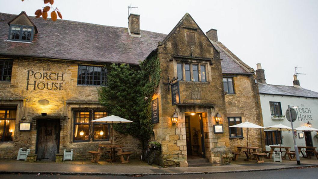 THE PORCH HOUSE: Det er ganske spesielt å overnatte i Englands eldste inn, et hus fra år 947. Foto: Visit Britain