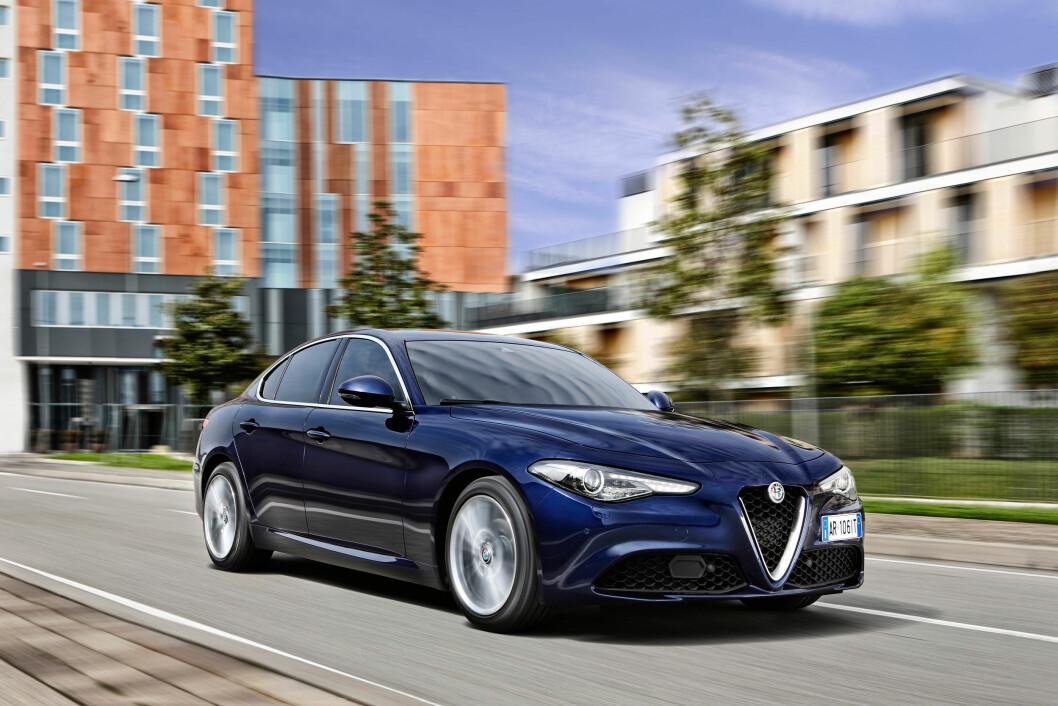 ITALIENSKE GLEDER: Det meste fra Italia er populært i Norge. Nå skal Alfa Romeo Giulia sørge for en ny vår for de italienske bilene i Norge. Foto: Alfa Romeo