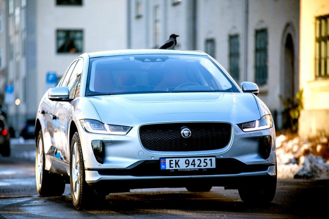 LEKKER: Vi gir Jaguar I-Pace maksimalt med poeng for designet. Bilen er både sporty og elegant, og tar med seg merkets historie inn i framtiden. Foto: Tomm W. Christiansen