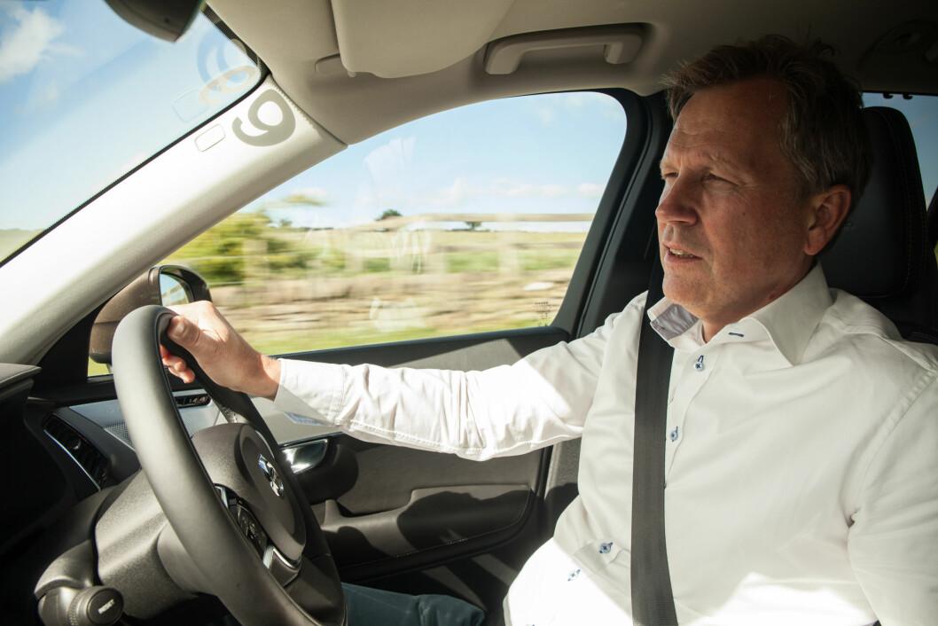 ANSVAR FOR LUKSUS: Håkan Ivarsson er prosjektleder hos Volvo og har ansvaret for blant annet Volvo V90 og S90. Foto: sae.org