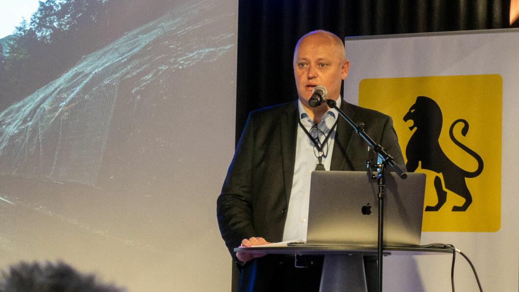 MED HJERTET I HALSEN: Adm. direktør Stig Skjøstad sier NAF fikk over 500 henvendelser om farlige veier bare første dag av kampanjen «Med hjertet i halsen».