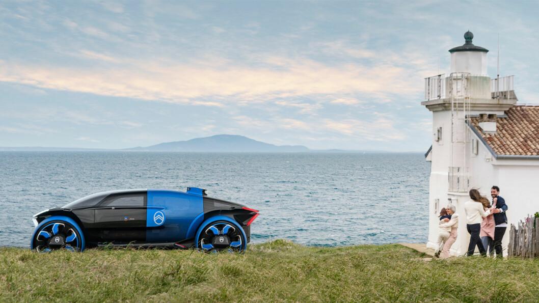 ELEKTRISK FRAMTID: Citroën feirer 100-årsdag i år, og har konstruert denne bilen for å vise hvordan de tenker seg framtiden. Foto: Citroën