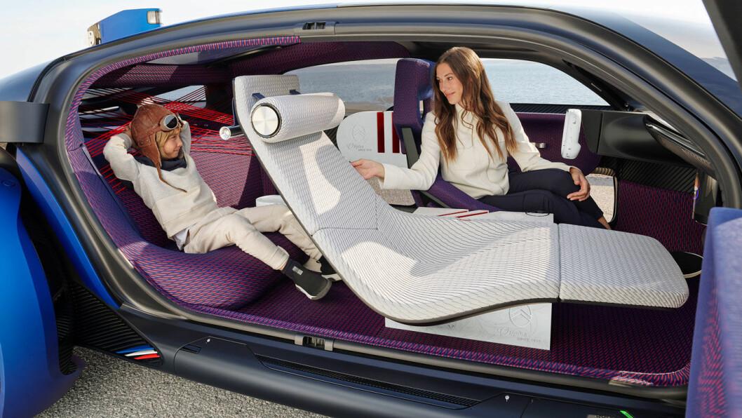 GOD PLASS: Med tre meter akselavstand og små elmotorer, blir det rikelig med plass til passasjerene.