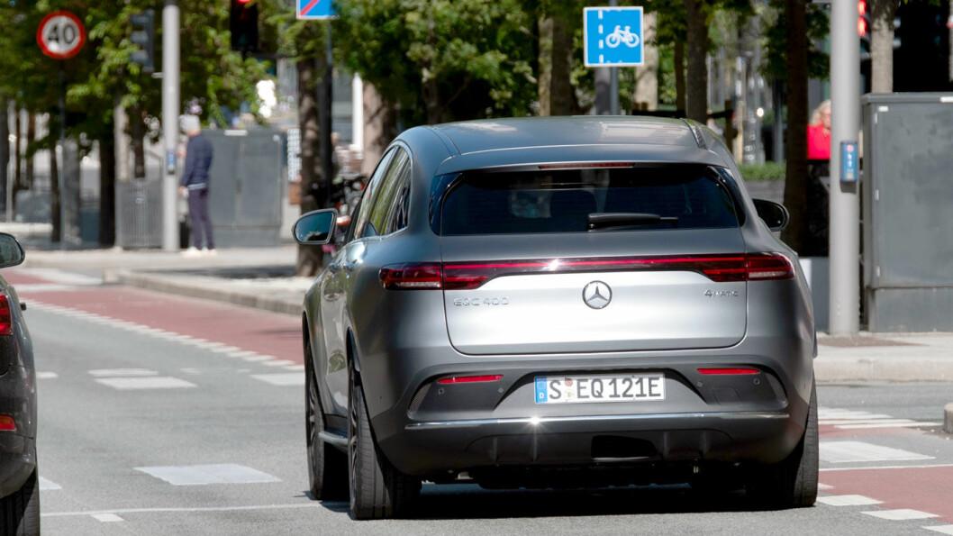 KJØRER BRA: Ute i bytrafikken oppleves EQC som smidig, tross den høye vekten. På landeveien er komforten utmerket.