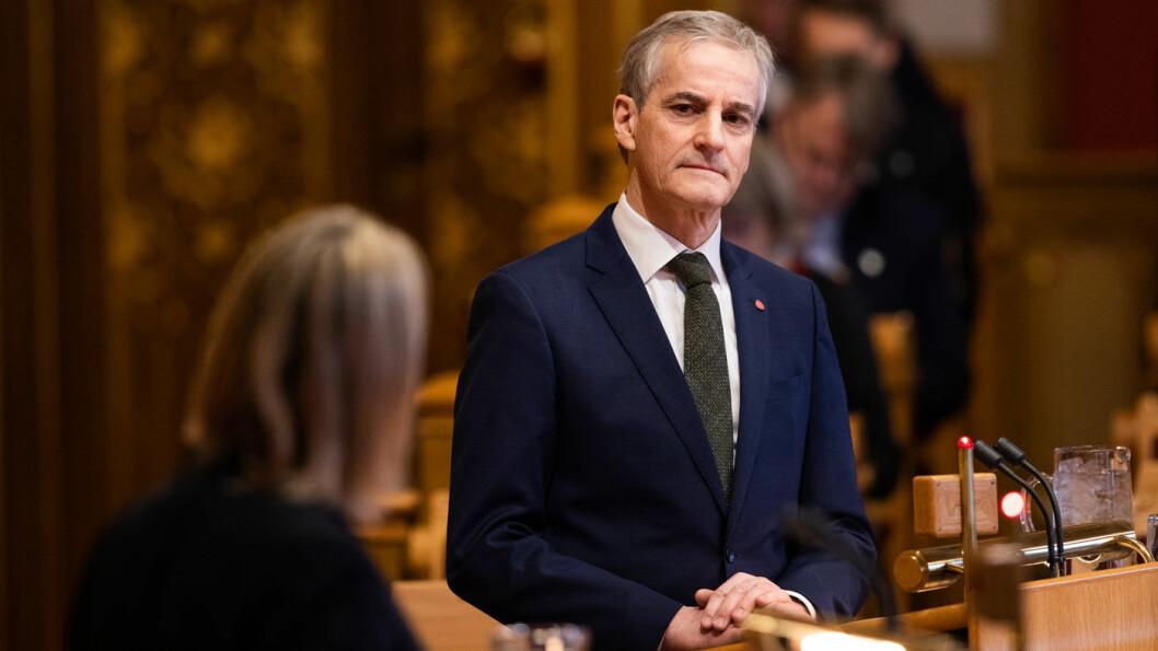KRITISERER: Ap-leder Jonas Gahr Støre er lite imponert over at Frp kaller inn til krisemøte om bompenger etter å ha styrt Samferdselsdepartementet i seks år. Foto: Stortinget