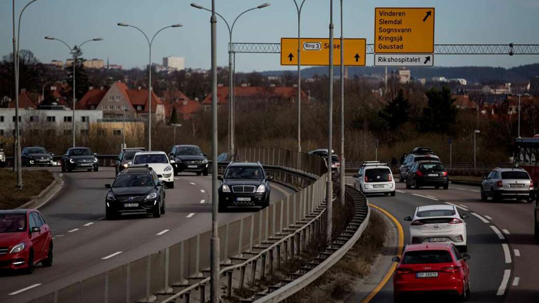 FÆRRE BETALER: En økende andel elbiler på Ring 3 og de andre veiene i Oslo gjør at inntektene blir mindre enn budsjettert –selv om antallet bommer mer enn dobles. Foto: Espen Røst