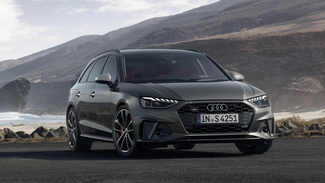 FACELIFT: Ikke så enkelt å se forskjell på nye Audi A4, karosseriformen er som før – men grillen er litt annerledes. Innvendig blir det touchfunksjoner på det meste, i stedet for tradisjonell vri-og-trykke-teknikk.
