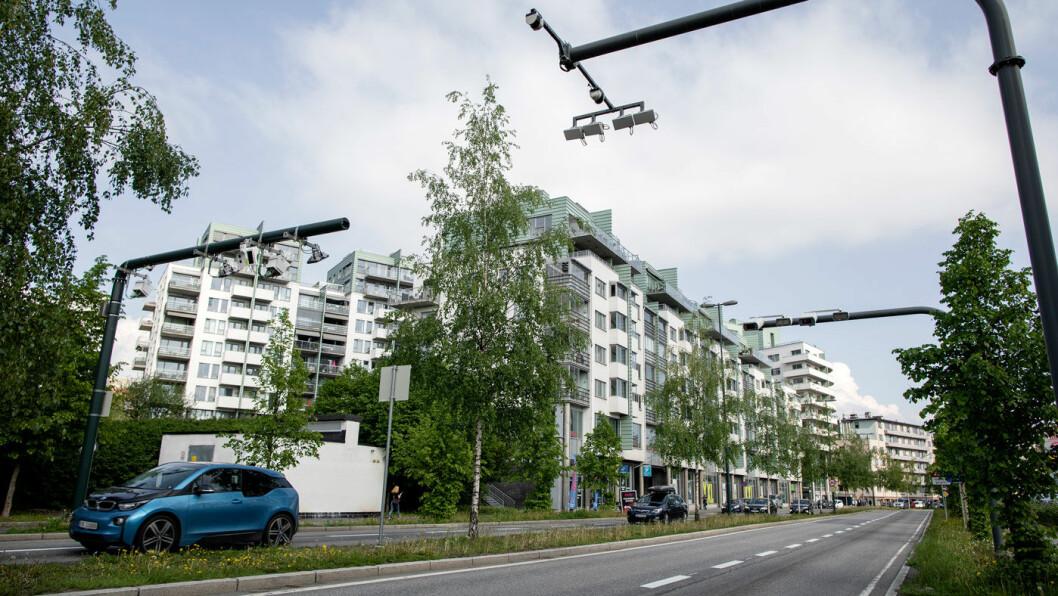 TRØBBEL I MIDTEN: Midtdeleren skaper trøbbel for beboerne og gjør at de må betale hver gang de forlater eiendommen sin.