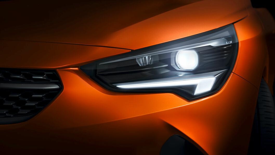LYSGLIMT: Opel har alltid vært flinke med lys, og Opels adaptive, blendingsfire lyssystem blir standard i Corsa.