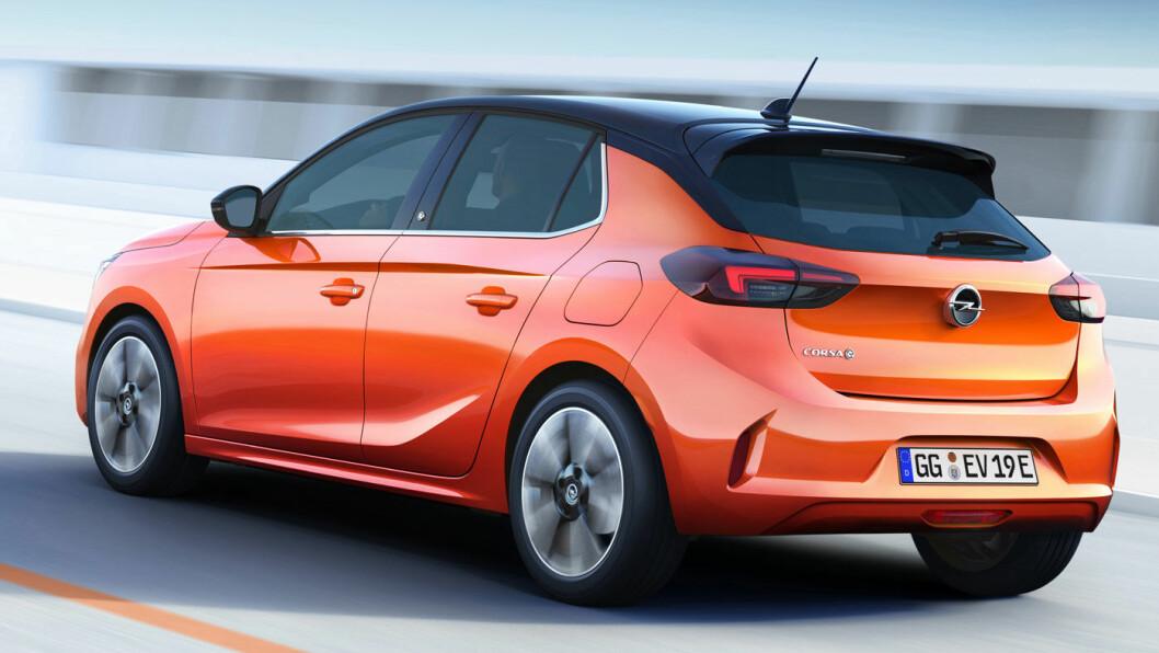 PRISBOMBE: Opel Corsa-e i svart og orange skal formidle sporty kjøregenskaper tilpasset et yngre publikum. Men trolig blir det primært prisen som lokker.