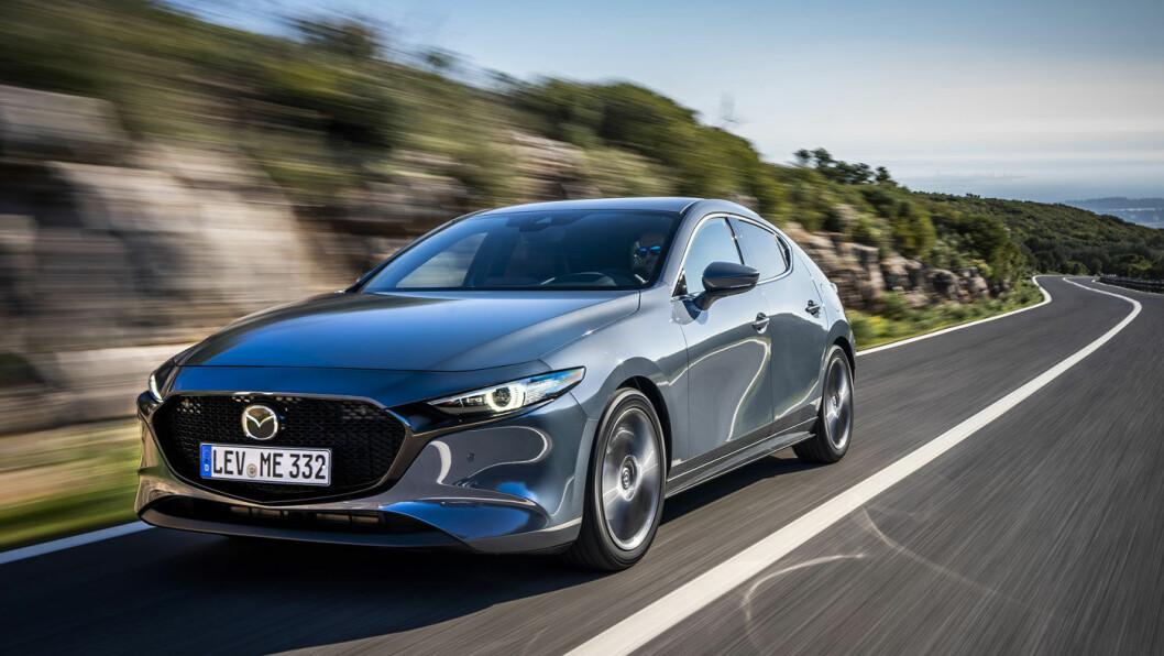 PRISVINNER: Mazda3 tar seg bra ut fra alle vinkler. Det mener også verdens motorjournalister. Bilen vant den gjeve designprisen i konkurranse mot Peugeot 208 og Porsche Taycan.