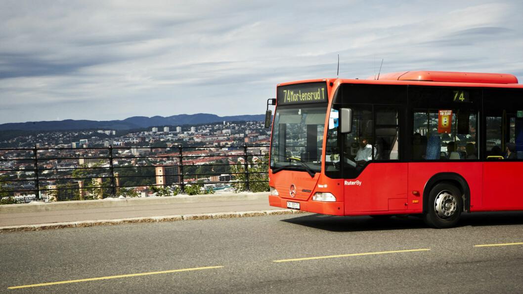 STYRKET TILBUD: Busslinje 74 mellom Kvadraturen og Mortensrud T-banestasjon er blant rutene som styrkes ved bomutvidelsen. Linjen kjøres nå hvert 7/8 minutt i rushtidene i stedet for hvert 10. min. Foto: Nicki Twang, Ruter