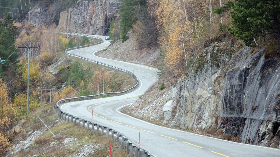 HØYE KOSTNADER: Ny riksvei langs Seljordsvannet fører til store innkrevings- og finansieringskostnader. Foto: Wikipedia