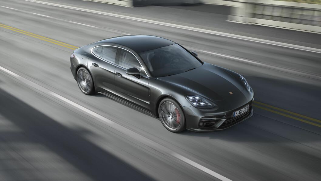 FAMILIE-SPORTSBIL: Nye Porsche Panamera kombinerer familiebilens komfort med sportsbilens prestasjoner. Foto: Porsche