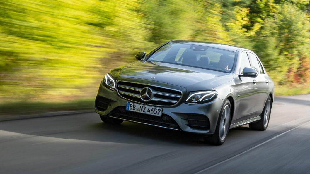 KLASSIKER: E-klasse sedan er for mange Mercedes med stor M. Nå kommer det en liknende, men litt mer kompakt versjon, med eldrift. Foto: Daimler