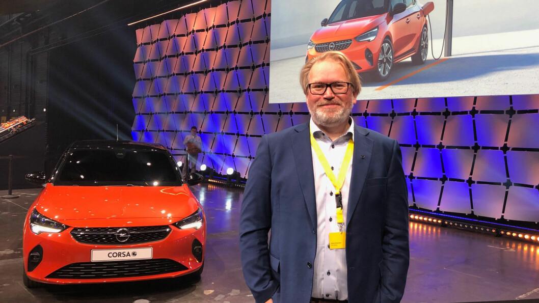 FORNØYD: Opels PR-sjef Stein Pettersen kan konstatere at et tresifret antall nordmenn reserverte Corsa-e allerede første dag. Foto: Øivind A. Monn-Iversen