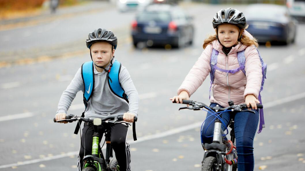 TRYGG PÅ SYKKEL: Nesten sju av ti barn sykler eller går til skolen. Stortingets mål er 80 prosent. Foto: NAF