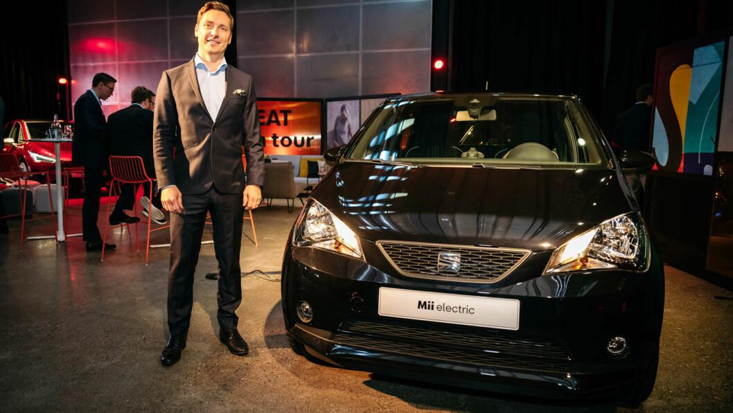 KLAR FOR SALG: SEAT Norge-sjef Ole Kristian Ågotnes kunne ønske biljournalister fra hele Europa velkommen til Oslo for å vise fram merkets første helelektriske bil, Mii Electric.