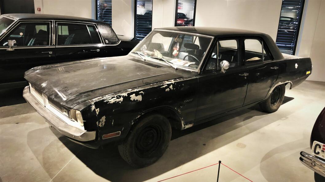 RAGGARBIL: Kongebilen ble avregistrert i 1987 og har siden sett slik ut. 1970-modellen Dodge Dart Swinger var kongens privatbil fra 1975, og bilen ble ofte sett i Oslos gater med kongen selv bak rattet. Men etter at den forsvant ut av kongelig eie, fikk den ublid skjebne. Foto: Geir Røed