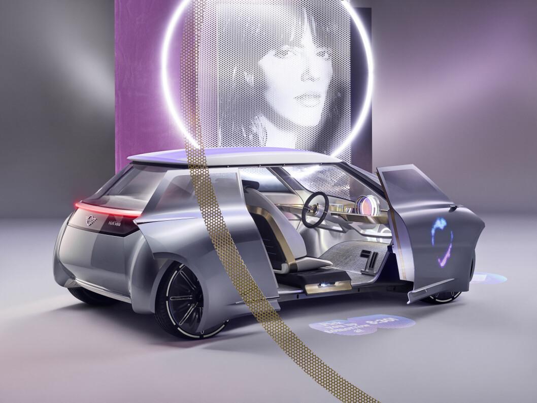 KJØRER SELV: Mini konsept for neste 100 år, kjører elektrisk, vasker seg selv, og henter deg når du trenger transport. Foto: BMW