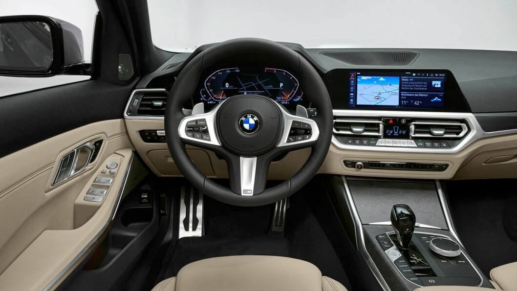 HELDIGITALT: Instrumentpanelet og infotainmentskjermen i BMW 3 er blitt heldigitalt.