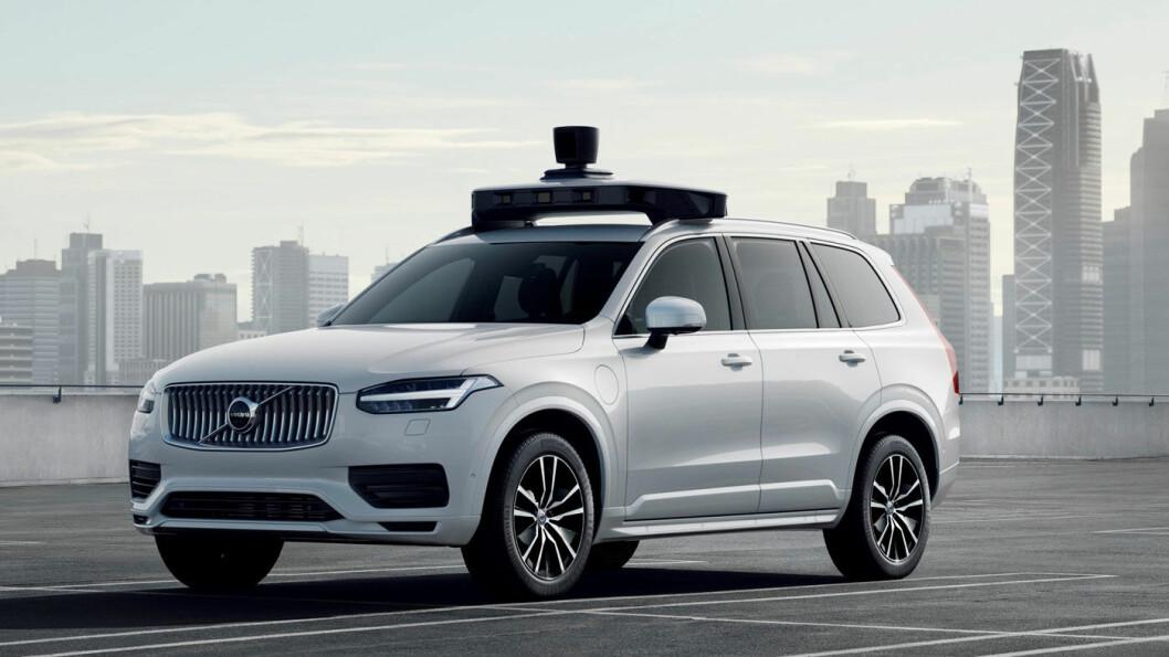 KJØRER SELV: Basisutgaven av Volvo XC90 er utgangspunkt for den første selvkjørende bilen fra samarbeidsprosjektet til Volvo og Uber. Foto: Volvo Cars