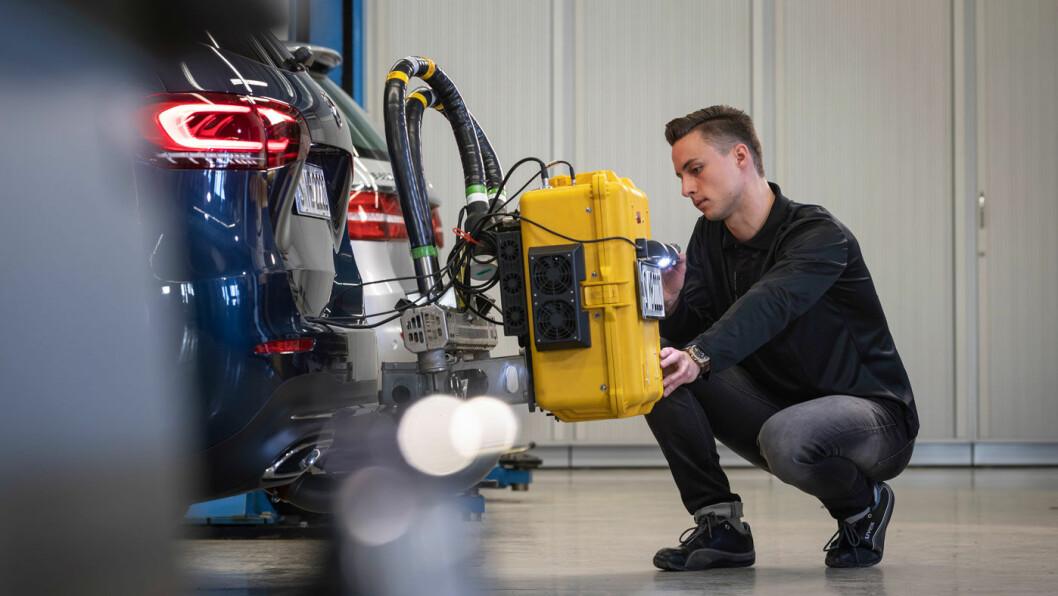 REN DIESEL: En moderne dieselbil fra Mercedes har lave NOx-utslipp, viser ferske tester. C-modellene 300 d og 220 d er nylig testet av både fagbladet «Auto motor und sport» og forbrukerorganisasjonen ADAC, med svært gode resultater. Foto: Daimler