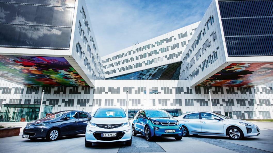 ATTRAKTIVE: Elbiler – her representert ved Renault Zoe, Opel Ampera-e, BMW i3 og Hyundai Ioniq – har opplagt bruksverdi og eierglede som overgår insentivene. Mange nordmenn ønsker å kjøpe elbil igjen selv om fordelene blir borte. Foto: Jon Terje Hellgren Hansen