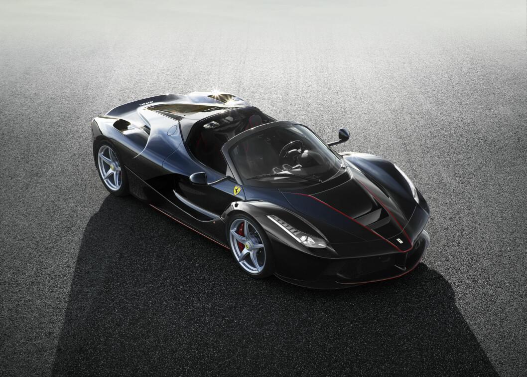 PRIVAT VISNING: Ferrari arrangerte en privat visning for utvalgte samlere og viktige kunder i vår. Resultatet var at alle La Ferrari Spider som skal bygges ble solgt. Foto: Ferrari